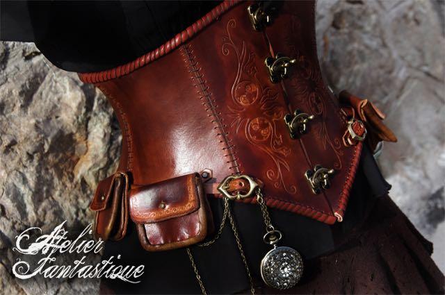 corset-en-cuir2 (1).jpg